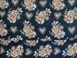 stofdetail sierkussen hoes XL 60x60 vintage 2 - retro hearts & flowers beige on black