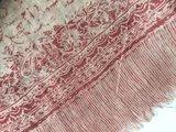 UITVERKOCHT-sjaal merino wol-blockprint kersenrood op wit_