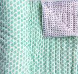 deken quilt peuter/kind dik - blockprint op wit: groene olifantjes met grijze strooiprint_