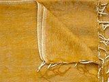 detail deken wolmix/katoen gemêleerd warm oker