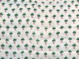 stofdetail deken quilt eenpersoons blockprint -roze/wit