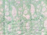 stofdetail deken quilt peuter/kind -pistache/off white
