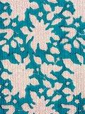 stofdetail kimono quilted katoen -white flower on petrol green