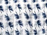 detail deken quilt eenpersoons reversible blockprint -blauw met grijs op wit