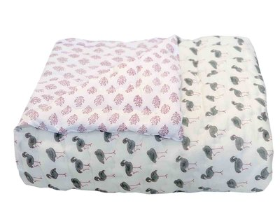 deken quilt peuter/kind -blockprint op wit: bloempje/flamingo