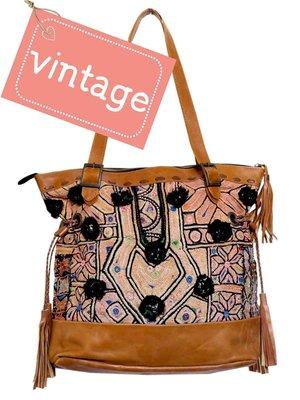 VERKOCHT tas schoudertas leer met vintage borduur  Boho-Ibizastijl