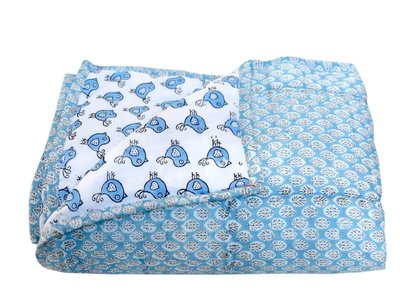 deken quilt peuter/kind - blockprint op wit: druppelblaadje/vogel