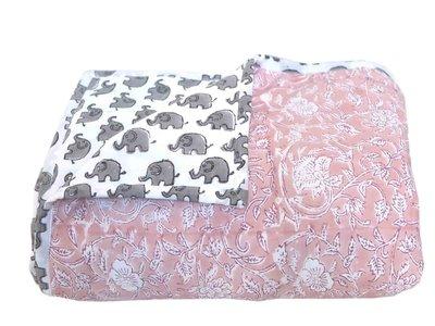 deken quilt peuter/kind - blockprint op wit: bloem/olifant