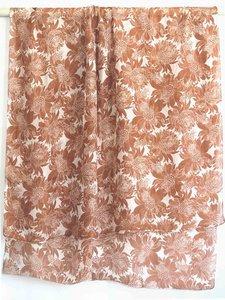 sjaal zijde-1 met print zachtbruin