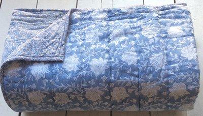 deken quilt eenpersoons reversible blockprint -lichtblauw/lavendel-zwart