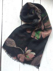 UITVERKOCHT-sjaal merino wol-big pink flower/black