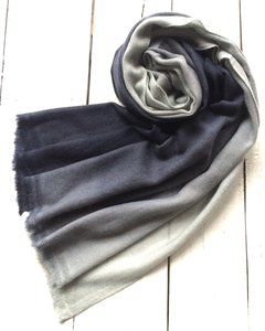 sjaal cashmere - fading 2 licht/ donker jeansblauw