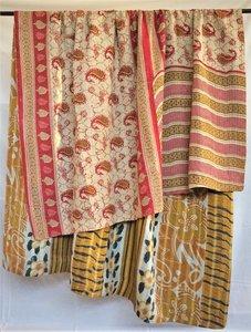 VERKOCHT- deken / quilt vintage katoen 3 - rood-oker paisley/ oker-zwart-wit bloem
