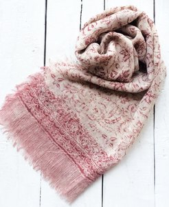 UITVERKOCHT-sjaal merino wol-blockprint kersenrood op wit